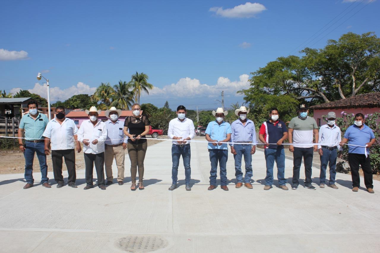 Ayuntamiento de Carranza inaugura calles en Presidente Echeverría