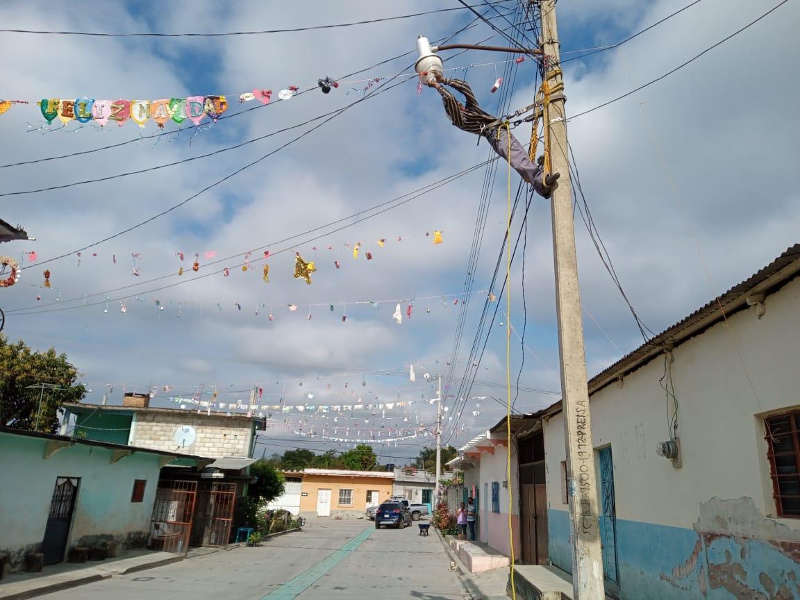 Realizan mantenimiento de luminarias en Soyatitán y Magón