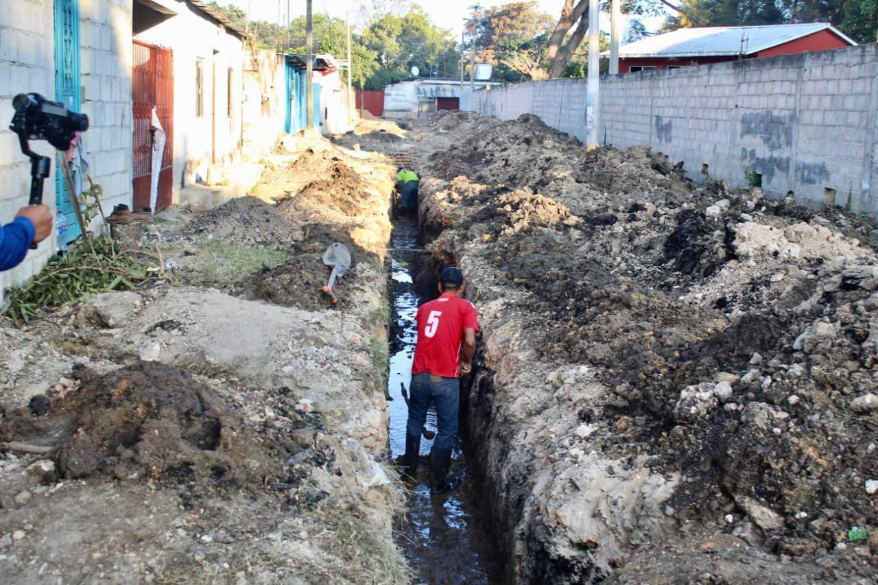 Inicia pavimentación de calles y ampliación de drenaje sanitario en Soyatitán