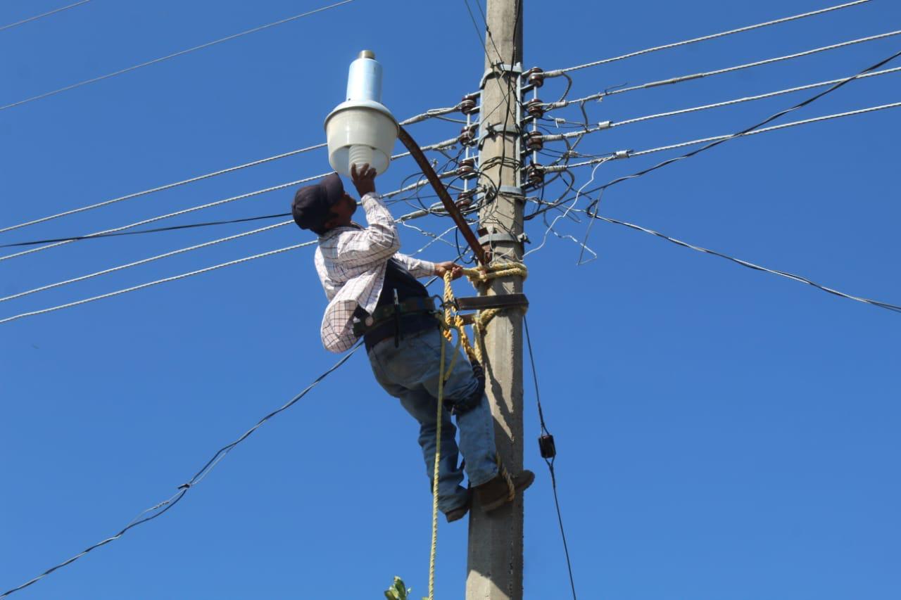 Garantizado el servicio de luminaria en poblados de Venustiano Carranza